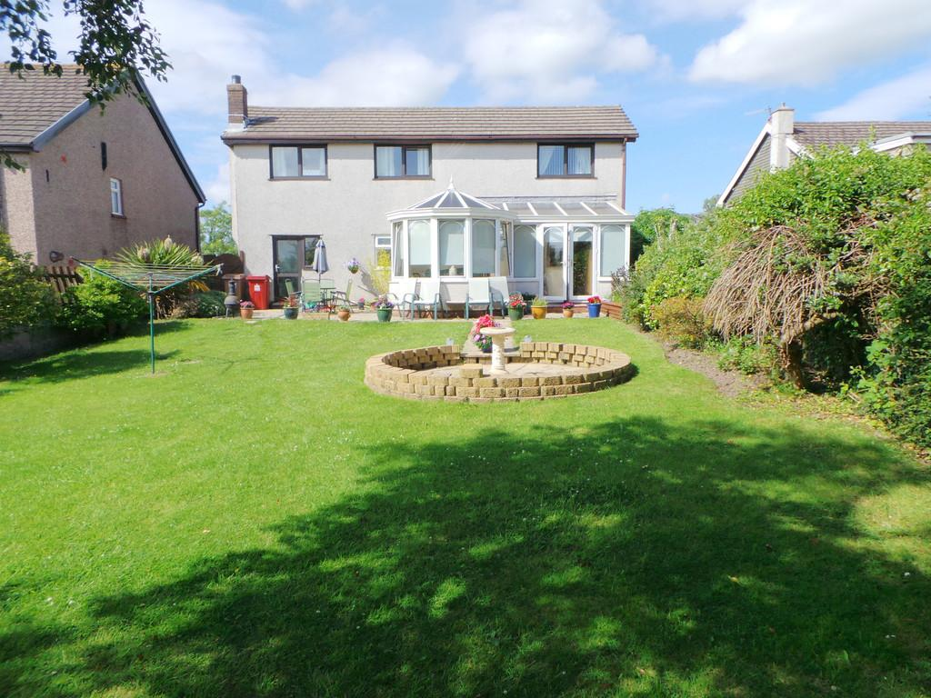 3 Bedrooms Detached House for sale in Ireleth Road, Askam-in-Furness LA16 7DN
