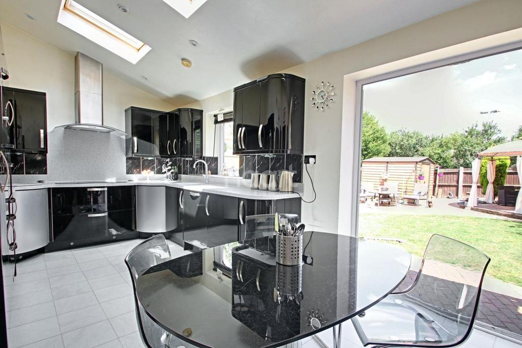 4 Bedrooms Detached House for sale in Drake Gardens , Braintree
