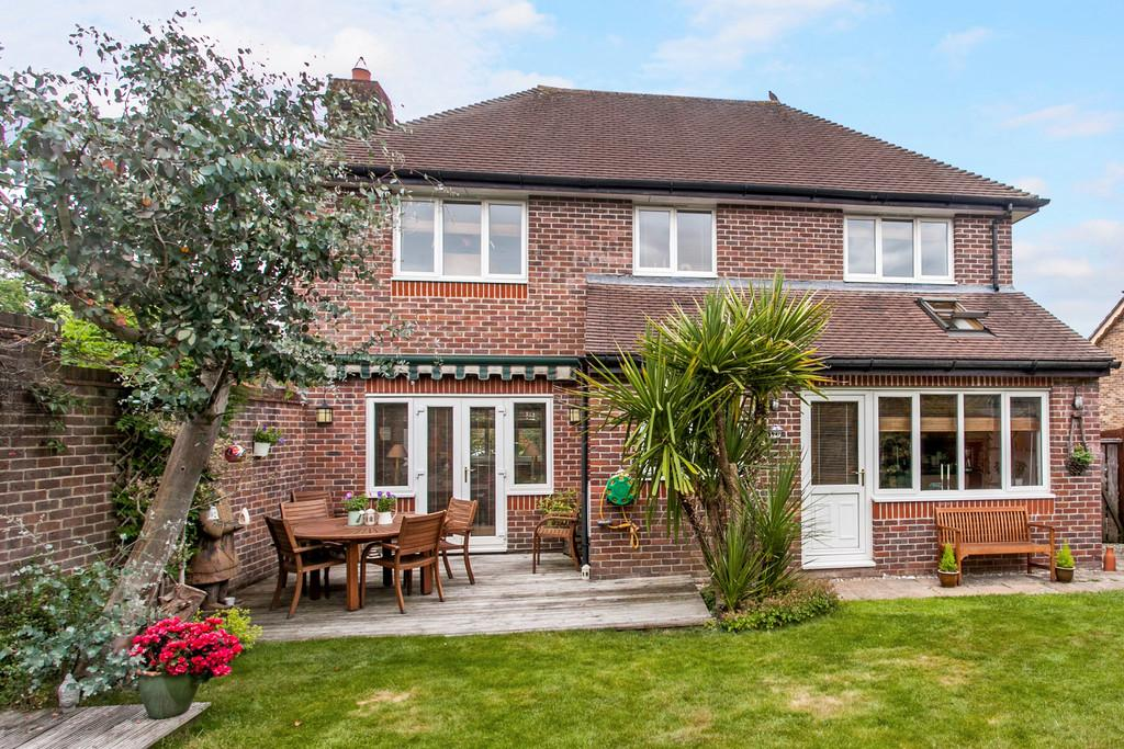 3 Bedrooms Detached House for sale in The Hall Way, Littleton, SO22