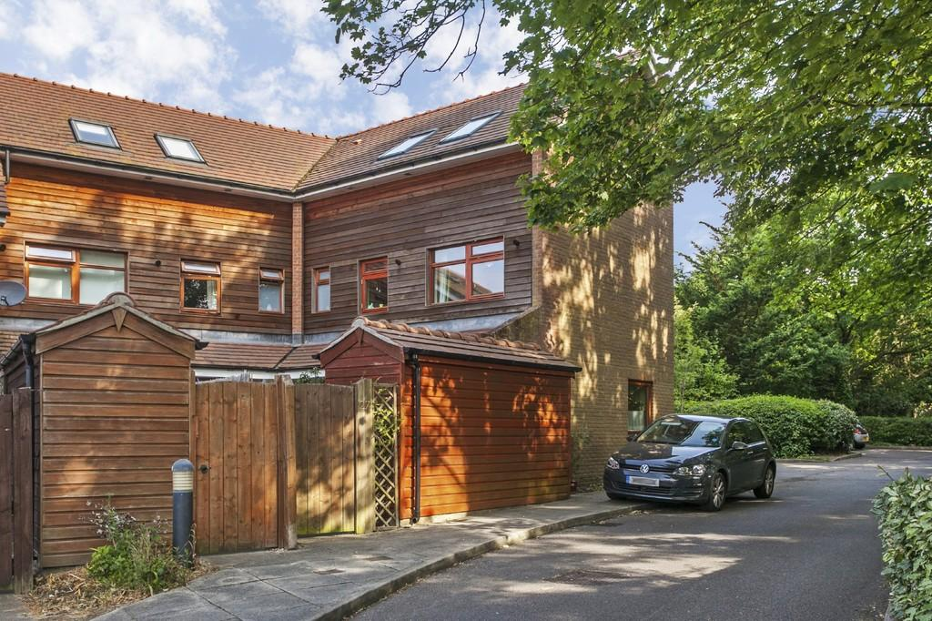 3 Bedrooms End Of Terrace House for sale in Tilden Road, Compton, Winchester, SO21