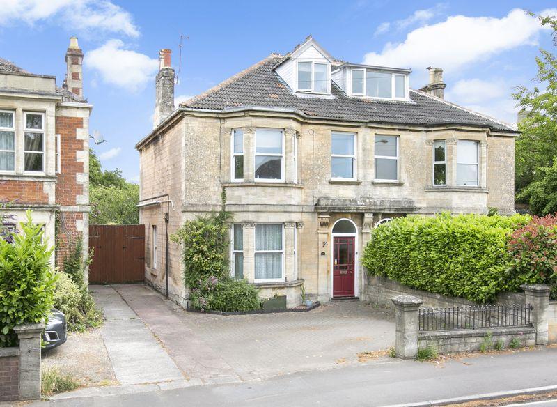 4 Bedrooms Semi Detached House for sale in West Ashton Road, Trowbridge