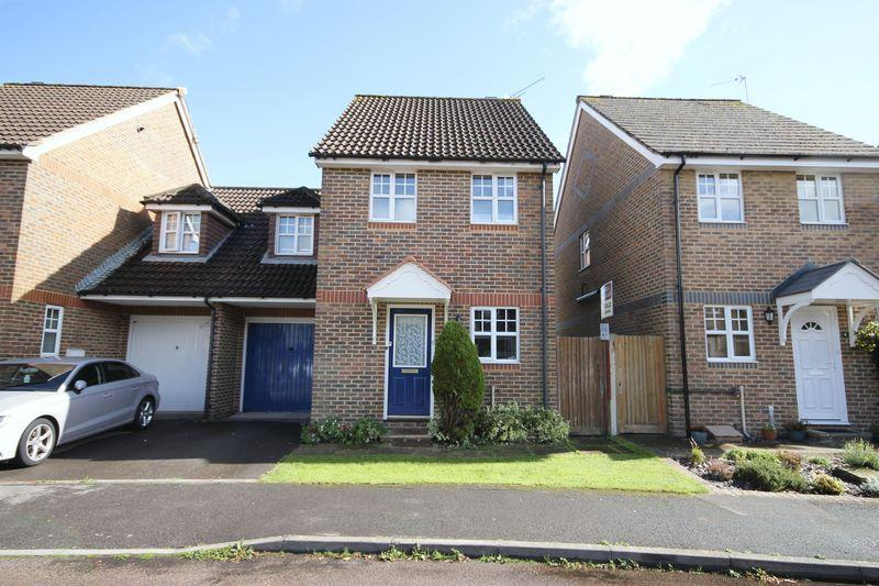 3 Bedrooms Link Detached House for sale in Saxby Road, Burgess Hill, West Sussex