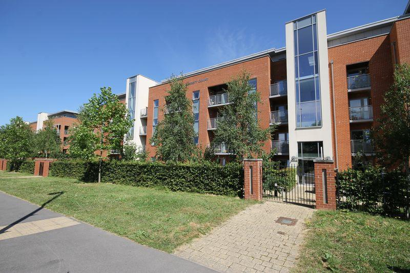 1 Bedroom Flat for sale in The Brow, Burgess Hill, West Sussex
