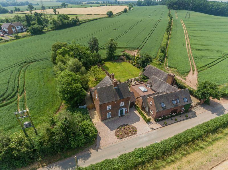 4 Bedrooms Detached House for sale in Chesterton Road, Pattingham, Wolverhampton