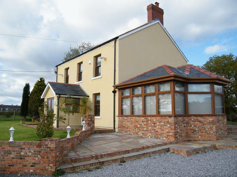 4 Bedrooms House for sale in Pantlasau Isaf Farm, Morriston, Swansea, SA6 6NT