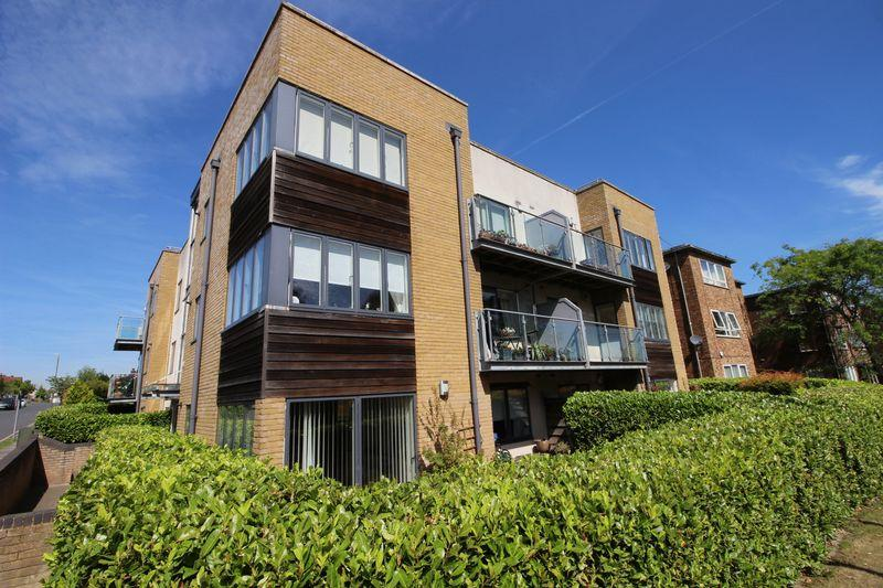 2 Bedrooms Flat for sale in Chislehurst Road, Sidcup