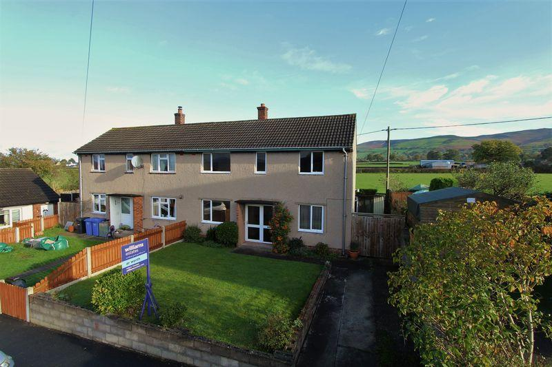 3 Bedrooms Detached House for sale in Maes Hafal, Ruthin