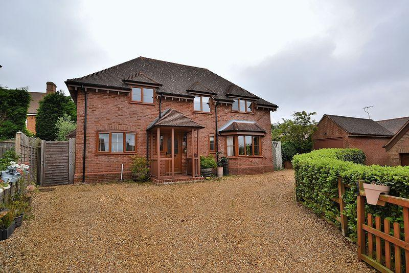 4 Bedrooms Detached House for sale in Folding Close, Stewkley