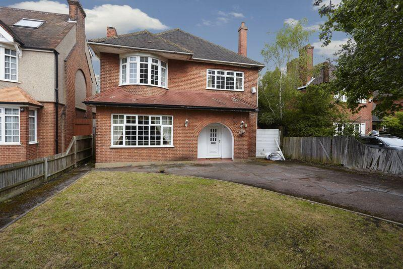 4 Bedrooms Detached House for sale in Grove Park Road, Mottingham SE9