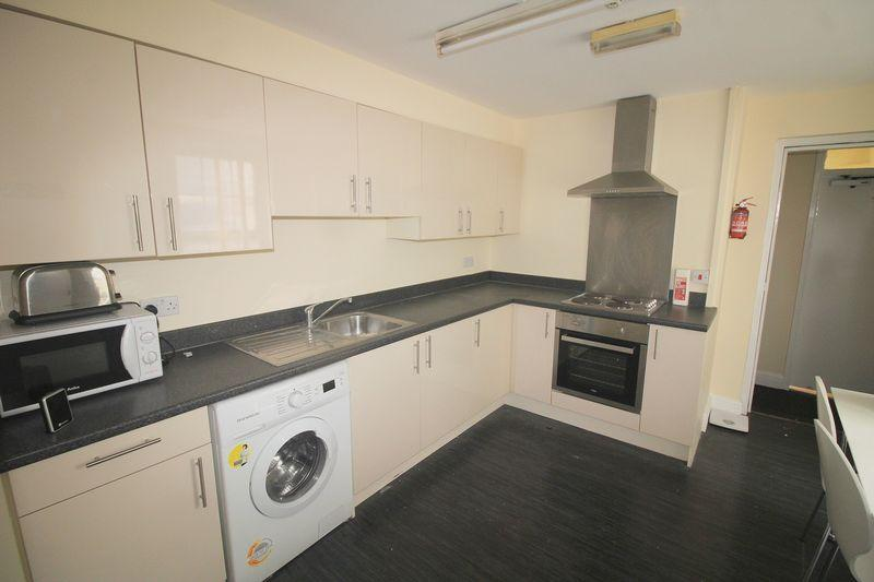 3 Bedrooms Apartment Flat for rent in London Road, Liverpool all bills included. it's best value for money