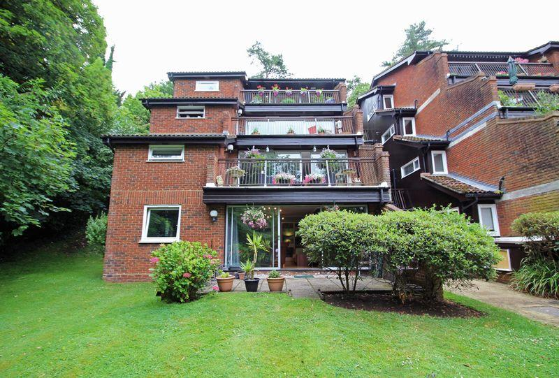 1 Bedroom Apartment Flat for sale in Succombs Place, Warlingham, Surrey