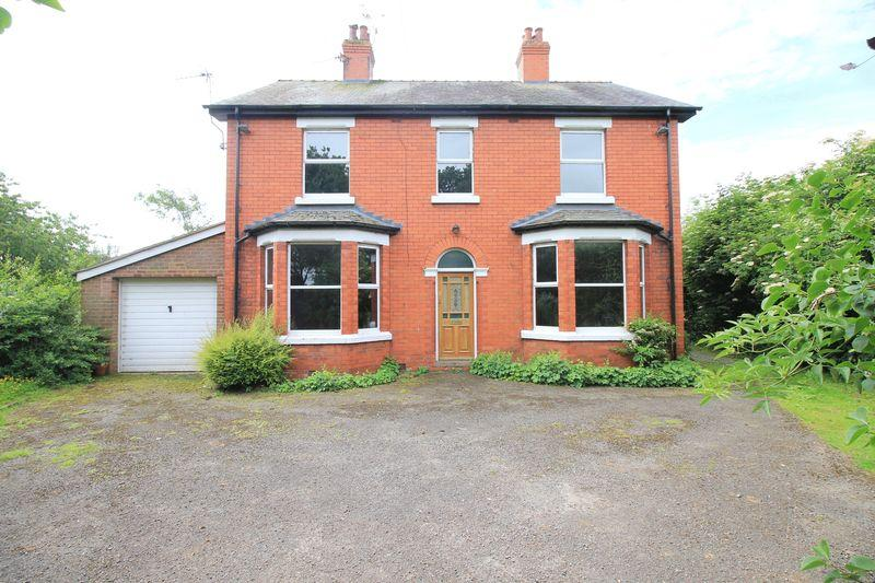 4 Bedrooms Detached House for sale in Middleton Road, Oswestry