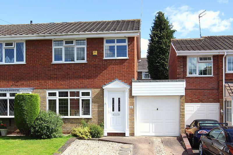3 Bedrooms Semi Detached House for sale in WOMBOURNE, Millers Vale