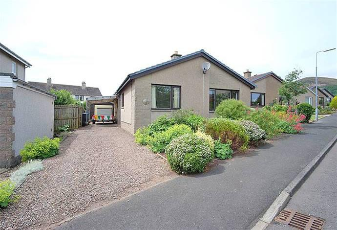 3 Bedrooms Bungalow for sale in 17 Brunton Park, Bowden, TD6 0SZ