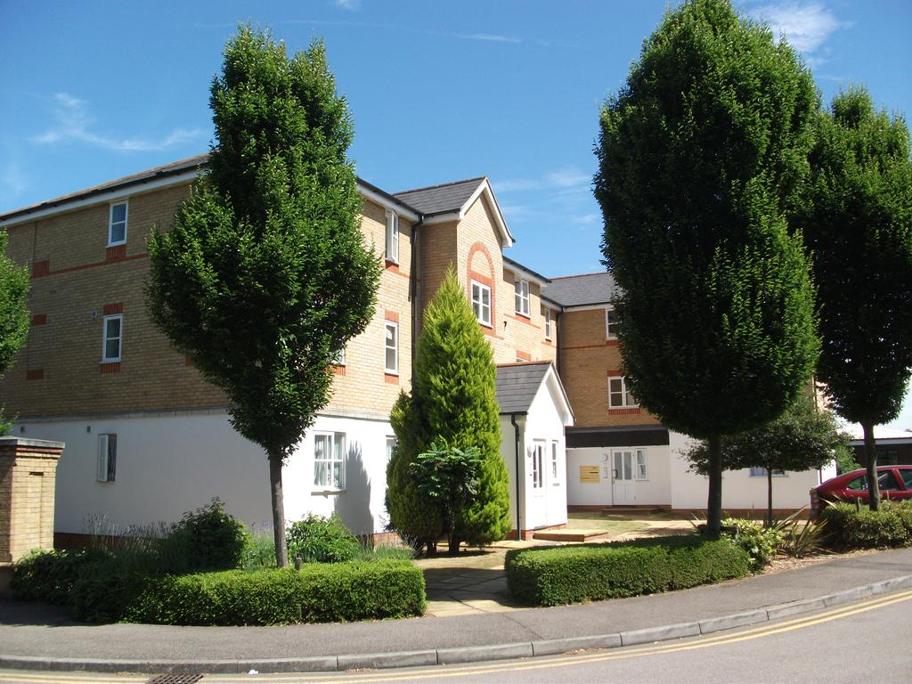2 Bedrooms Flat for sale in Clarence Close, New Barnet, Herts EN4