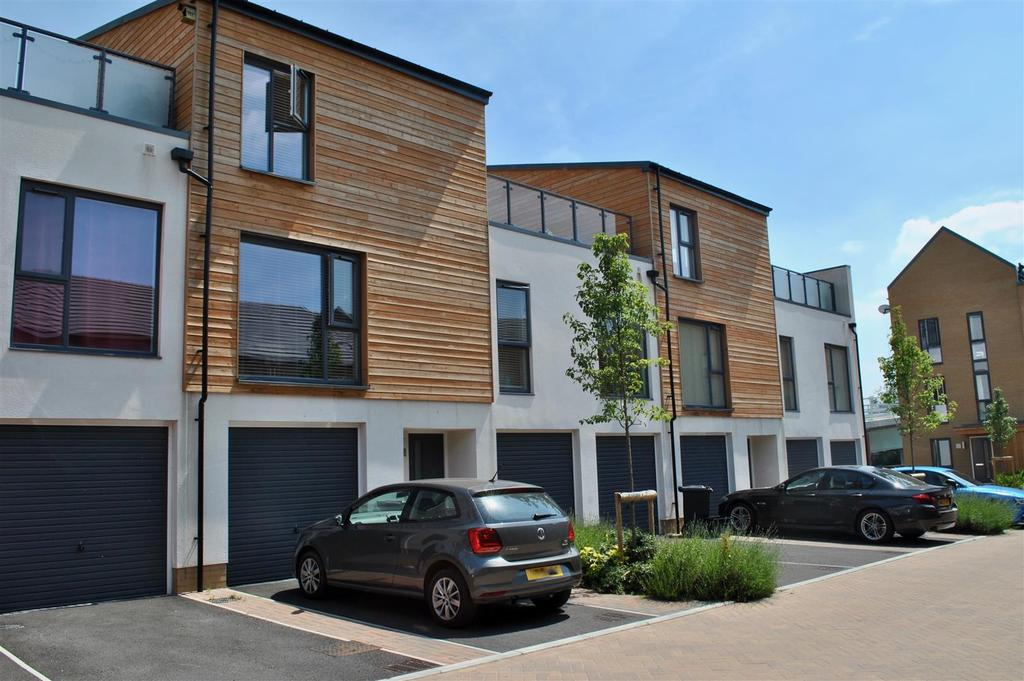 2 Bedrooms Town House for sale in Firepool Lock, Taunton