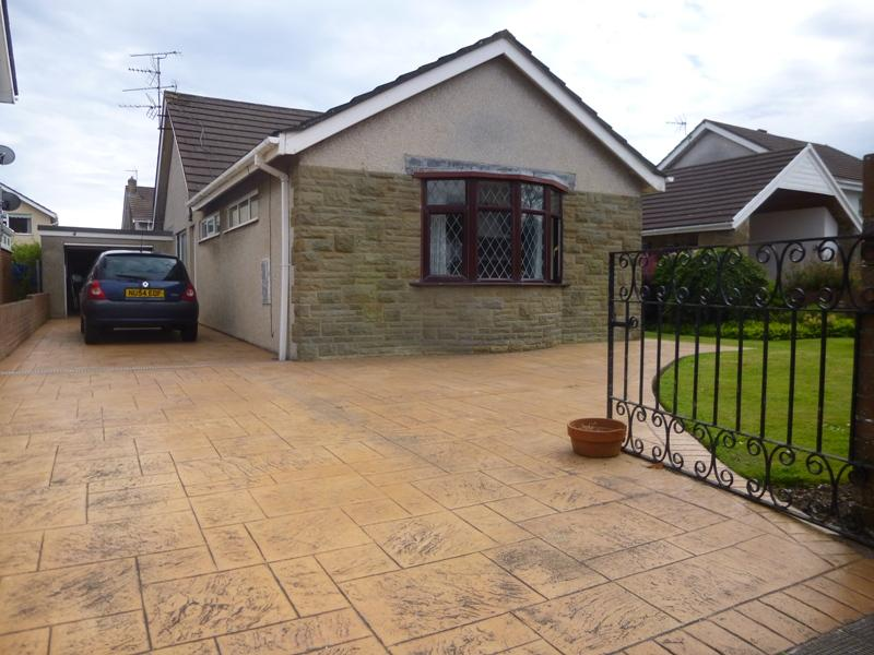 3 Bedrooms Bungalow for sale in Forty Acre, Porthcawl CF36