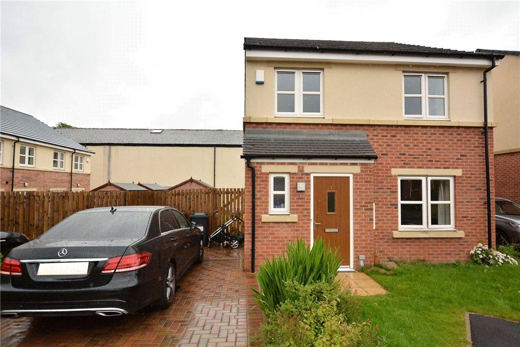 4 Bedrooms Detached House for sale in Little Moor Close, Pudsey, West Yorkshire