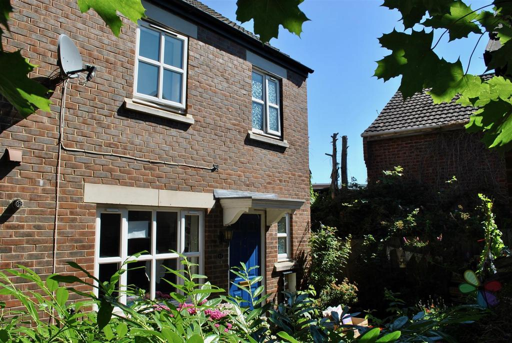 3 Bedrooms Semi Detached House for sale in Winters Field, Taunton