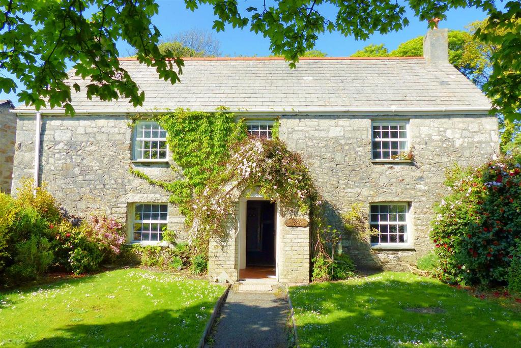 6 Bedrooms Farm House Character Property for sale in Trelavour Square, St. Dennis, St. Austell