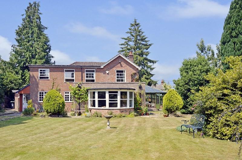 4 Bedrooms Detached House for sale in Albert Road, Ferndown