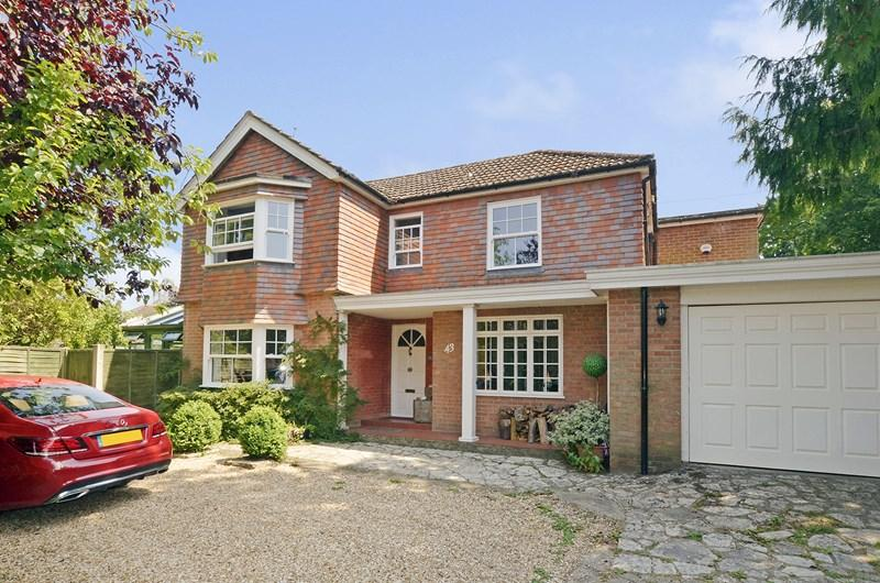 4 Bedrooms Detached House for sale in Albert Road, Ferndown