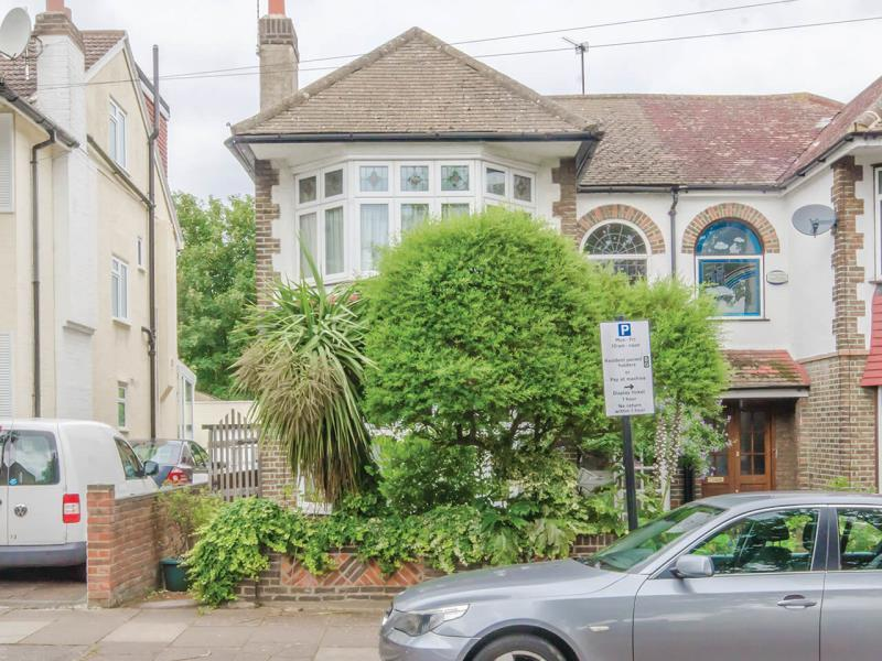 4 Bedrooms Semi Detached House for sale in Gordon Road, N11