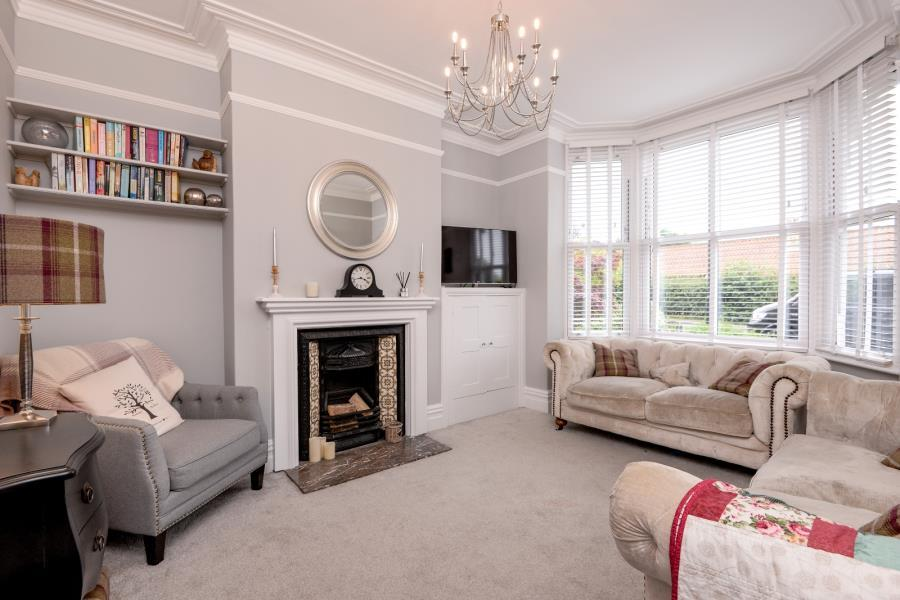 3 Bedrooms Terraced House for sale in LEEDS ROAD, TADCASTER, LS24 9LA
