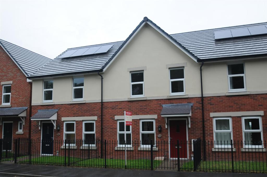 3 Bedrooms Terraced House for sale in Chester Road, Helsby