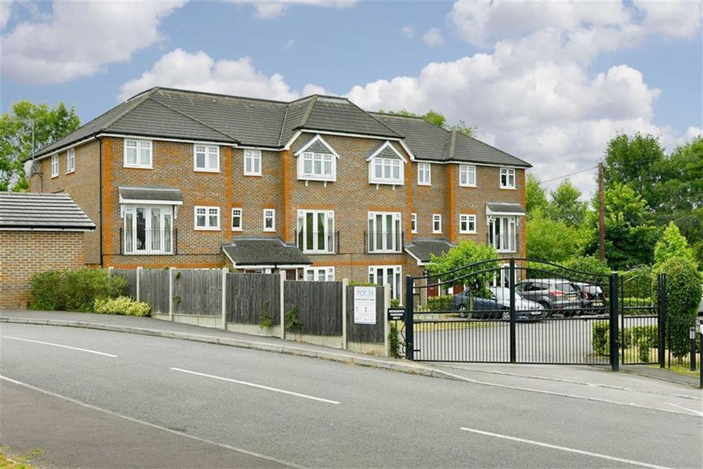 2 Bedrooms Maisonette Flat for sale in Maultway Court, Epsom, Surrey