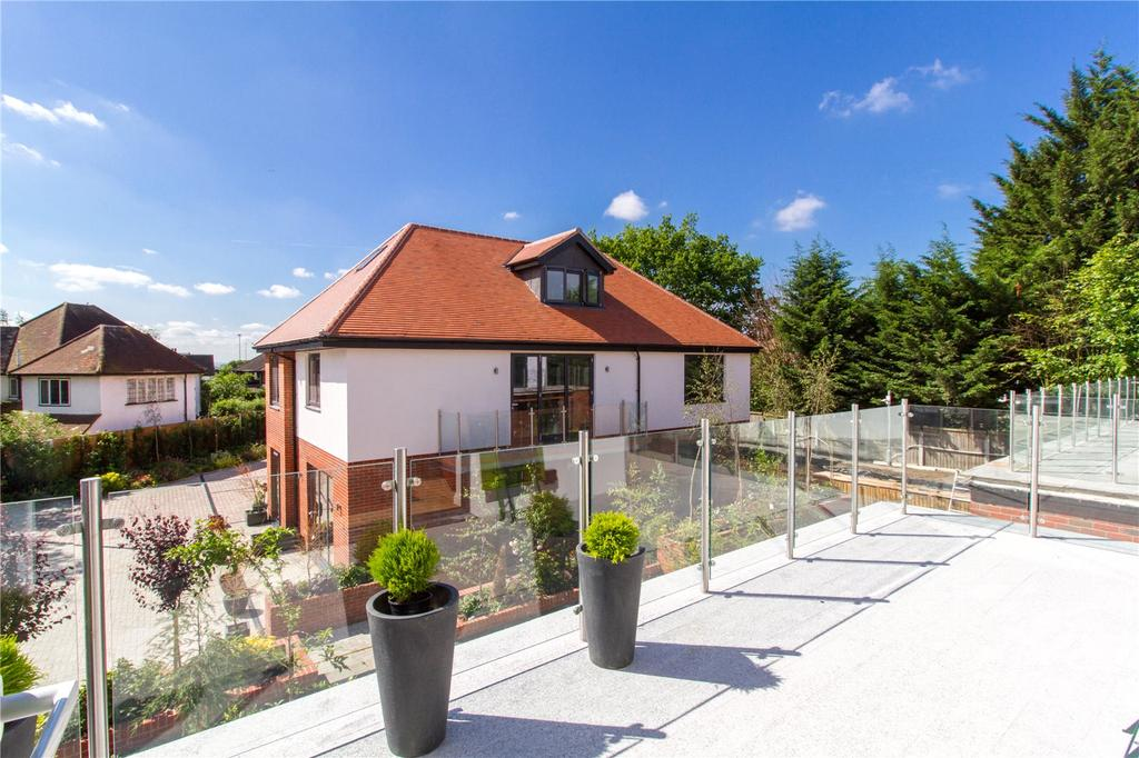 2 Bedrooms Flat for sale in Manor Road, Chigwell, Essex, IG7