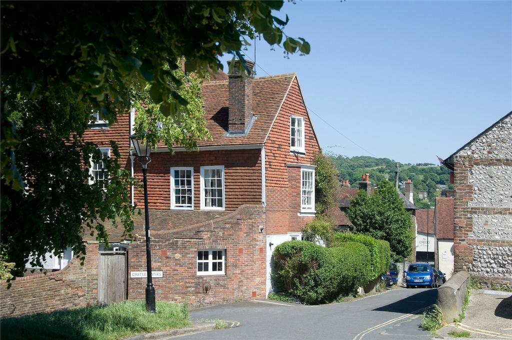 3 Bedrooms Semi Detached House for sale in Castle Precincts, Lewes, East Sussex