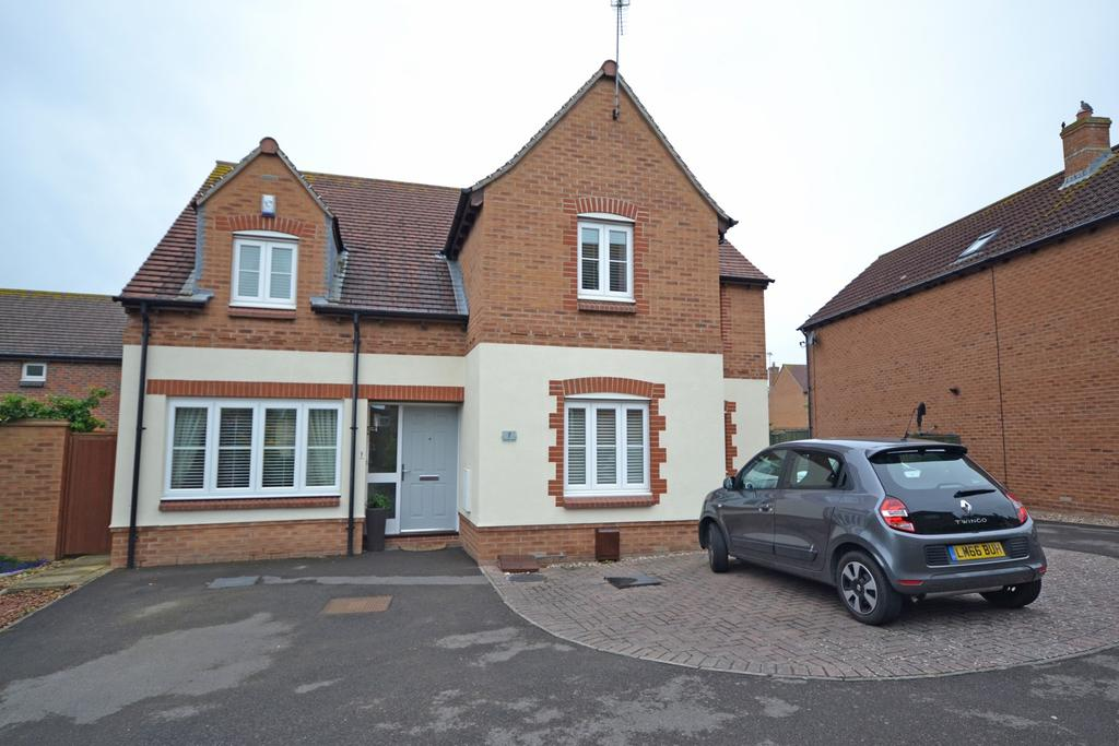 4 Bedrooms Detached House for sale in Robinson Close, Selsey, PO20