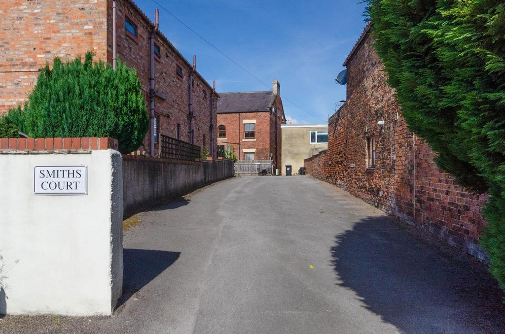 2 Bedrooms Flat for sale in High Street, Boroughbridge, York