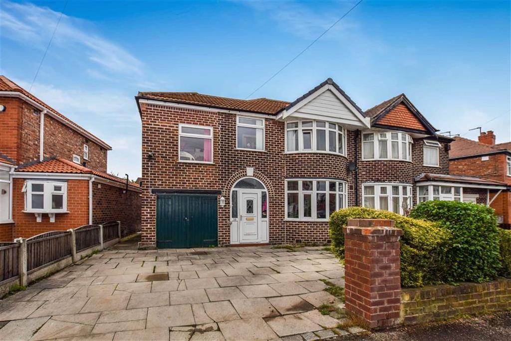 4 Bedrooms Semi Detached House for sale in Newstead Road, Urmston