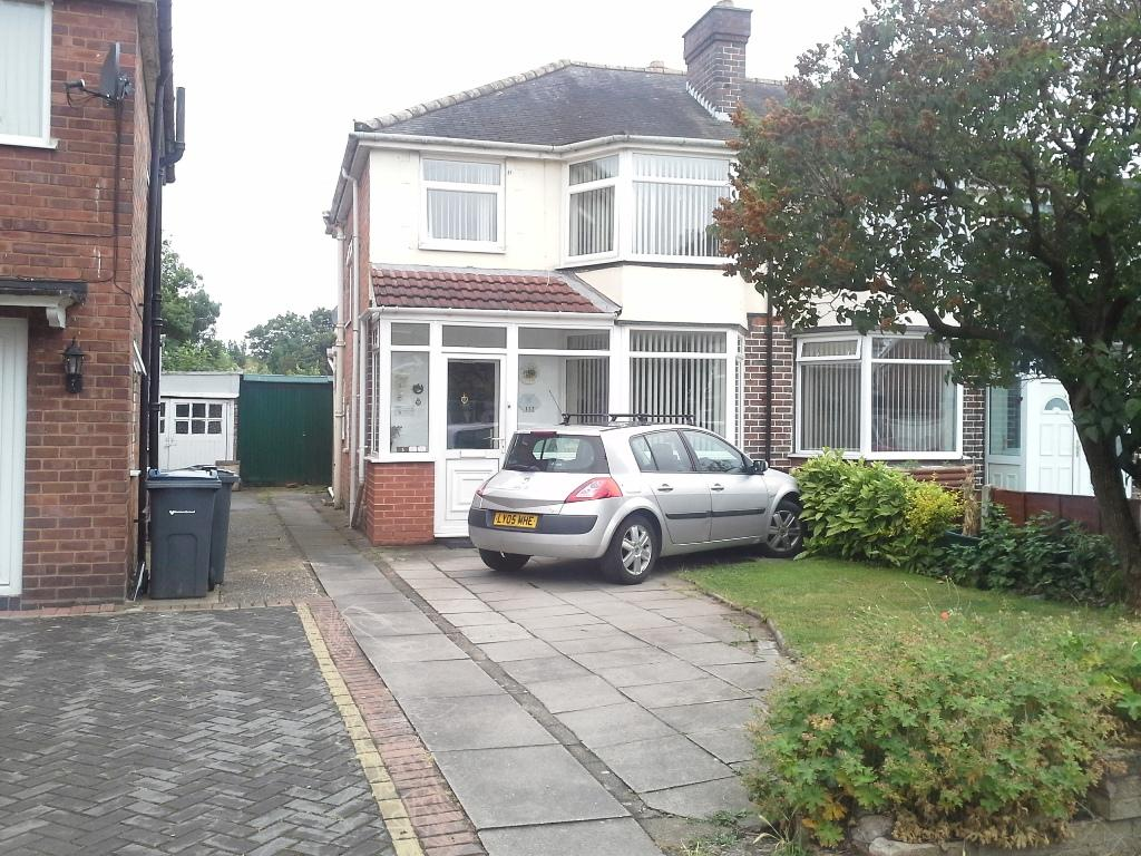 3 Bedrooms Semi Detached House for sale in Ermington Crescent, Hodge Hill, Birmingham B36