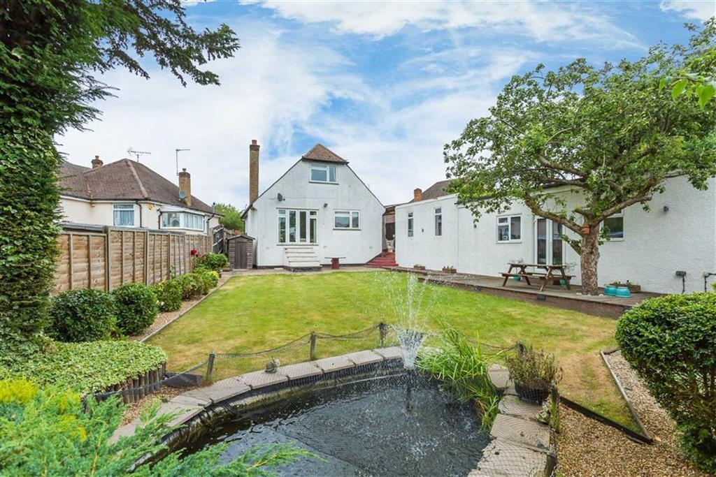 3 Bedrooms Bungalow for sale in Strangeways, Watford, Hertfordshire