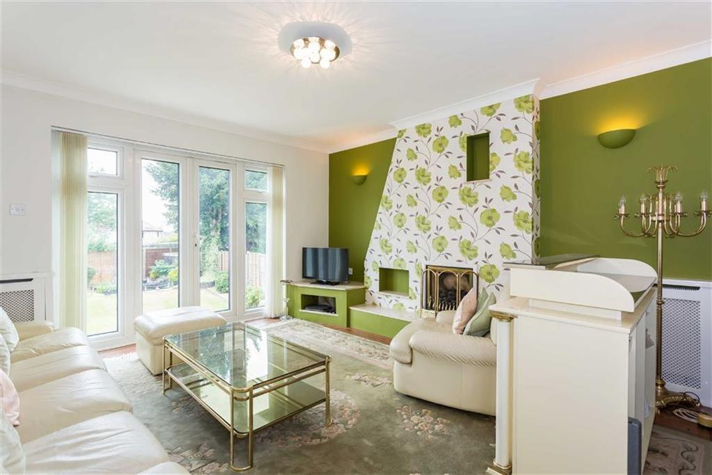 3 Bedrooms Bungalow for sale in Strangeways, Watford, Hertfordshire