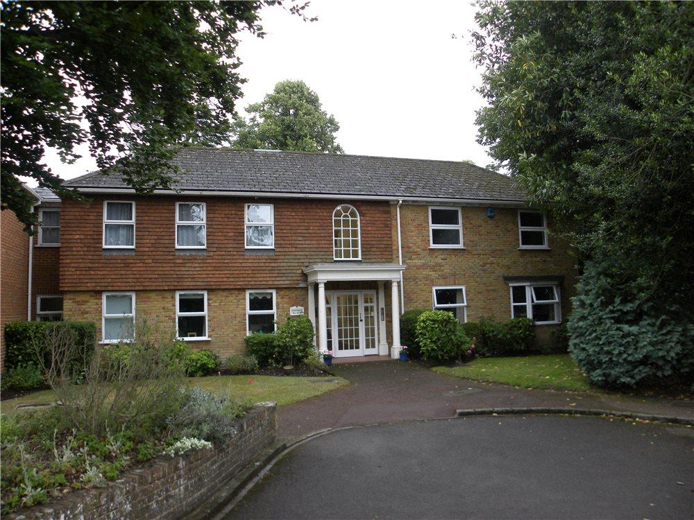 2 Bedrooms Flat for sale in Fairlawn, Hall Place Drive, Weybridge, Surrey, KT13