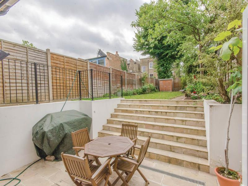 5 Bedrooms Semi Detached House for sale in Shaftesbury Road, N19
