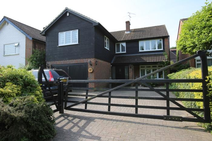 4 Bedrooms Detached House for sale in COPPICE ROW, THEYDON BOIS CM16