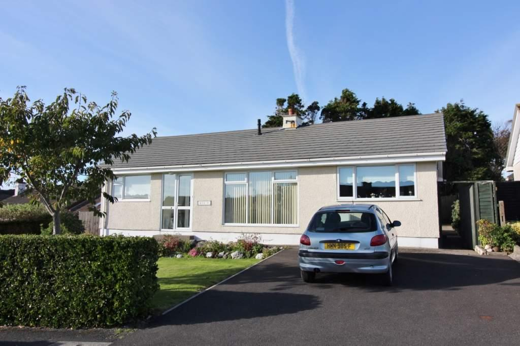 3 Bedrooms Bungalow for sale in 9 The Kirkway, Onchan, IM3 1BH