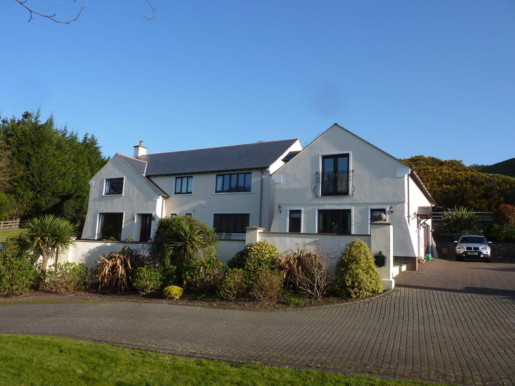 4 Bedrooms Detached House for sale in The Middle House, Parsonage Glebe, St Johns, IM4 3LT