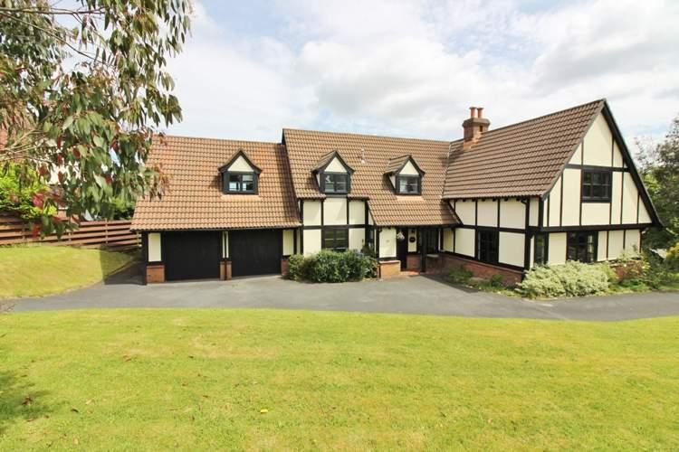5 Bedrooms Detached House for sale in Ravenswood, 27 Farmhill Park, Douglas, IM4 7PY