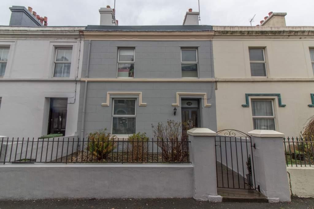 4 Bedrooms Terraced House for sale in 16 Waterloo Road, Ramsey, IM8 1DS