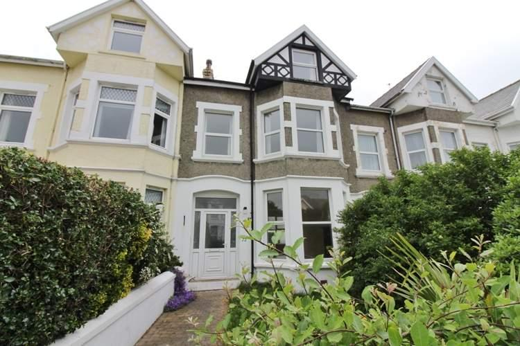 5 Bedrooms Terraced House for sale in 72 Royal Avenue, Onchan, IM3 1LB