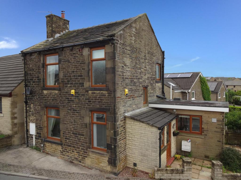 2 Bedrooms Detached House for sale in Green Lane, Idle, Bradford
