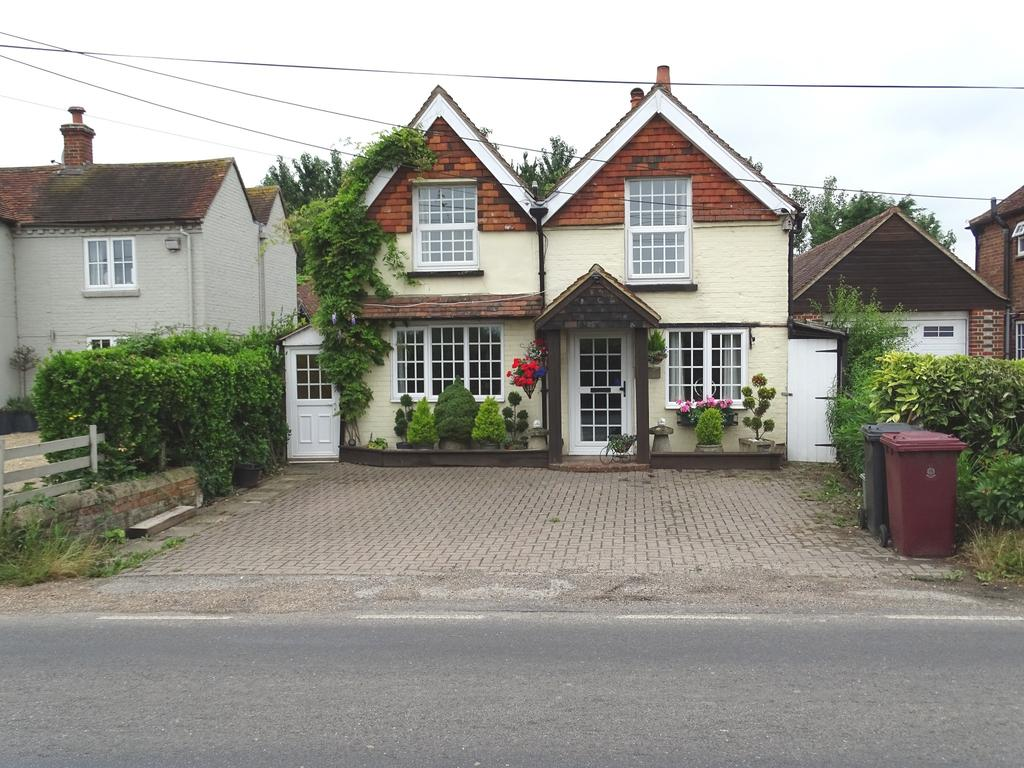 3 Bedrooms Detached House for sale in Hunston Road, Chichester