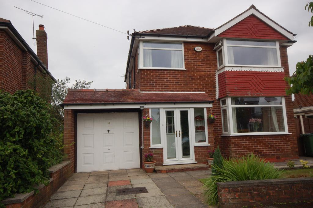 4 Bedrooms Detached House for sale in Syddall Avenue, Heald Green, Cheadle, Cheshire SK8