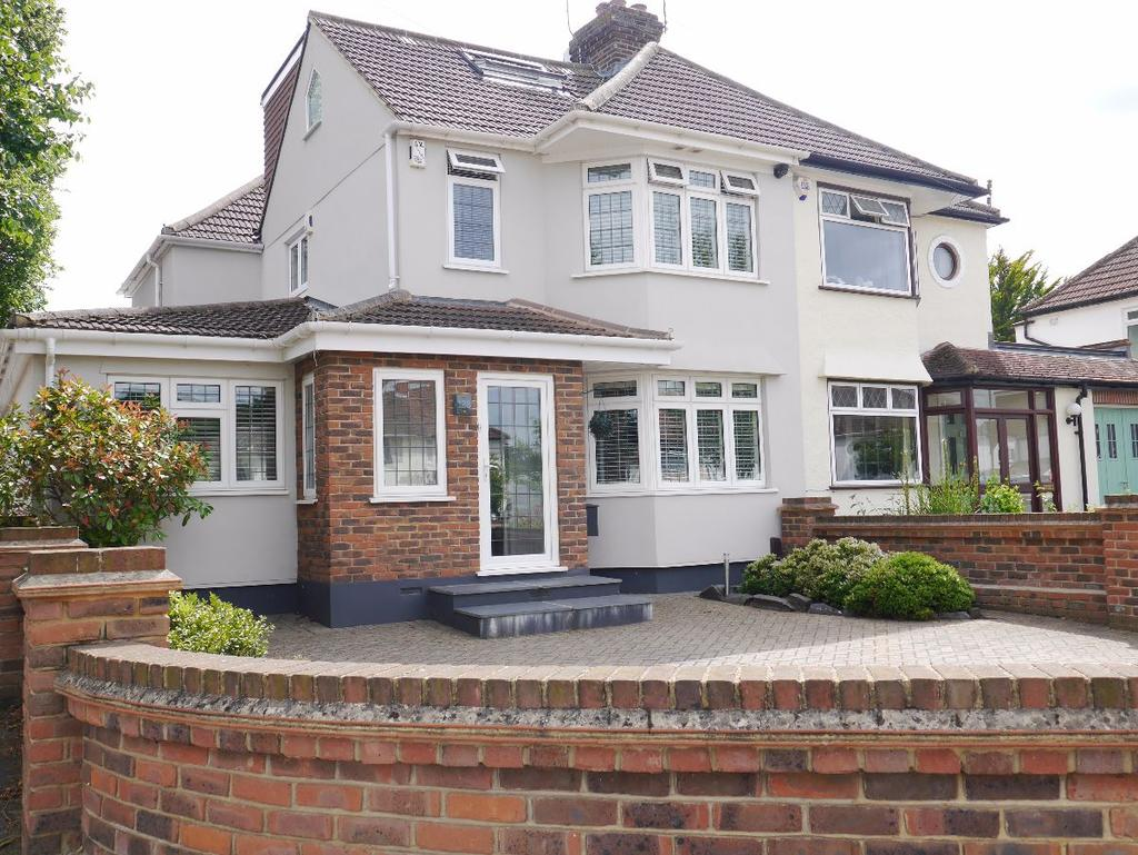4 Bedrooms Semi Detached House for sale in West Wickham
